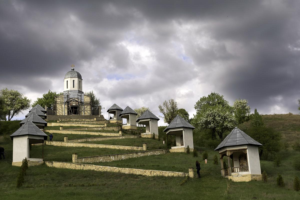 frumoasa manastire cerbu