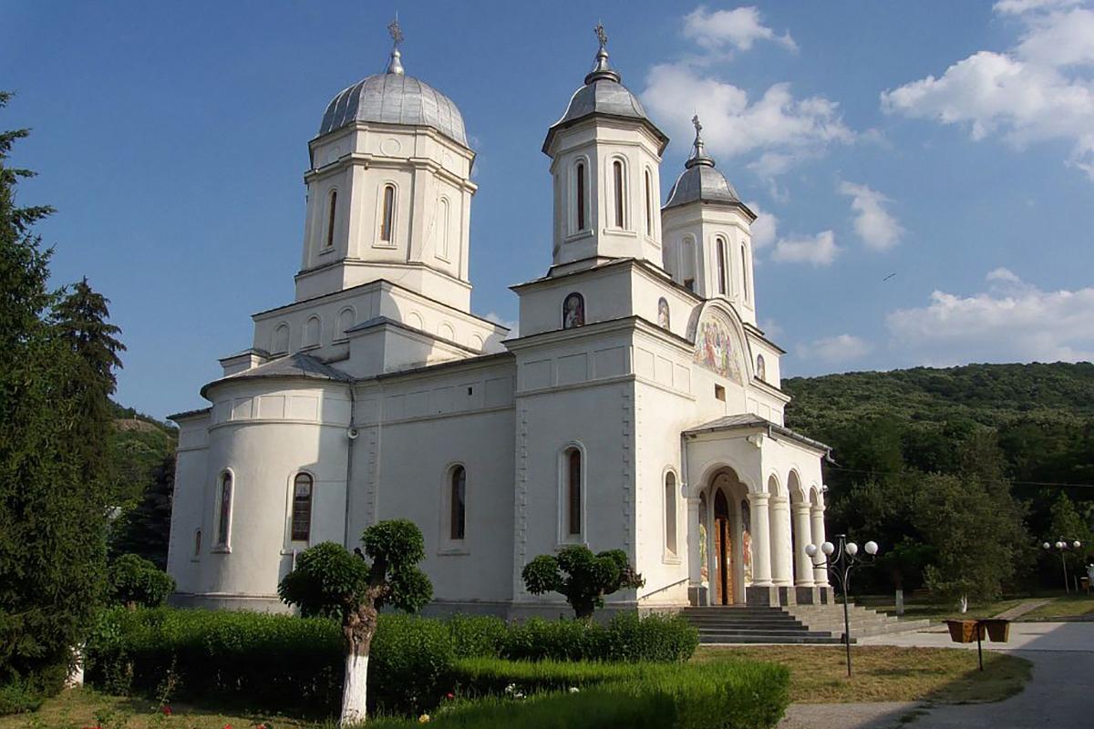 vedere a manastirii Cocos